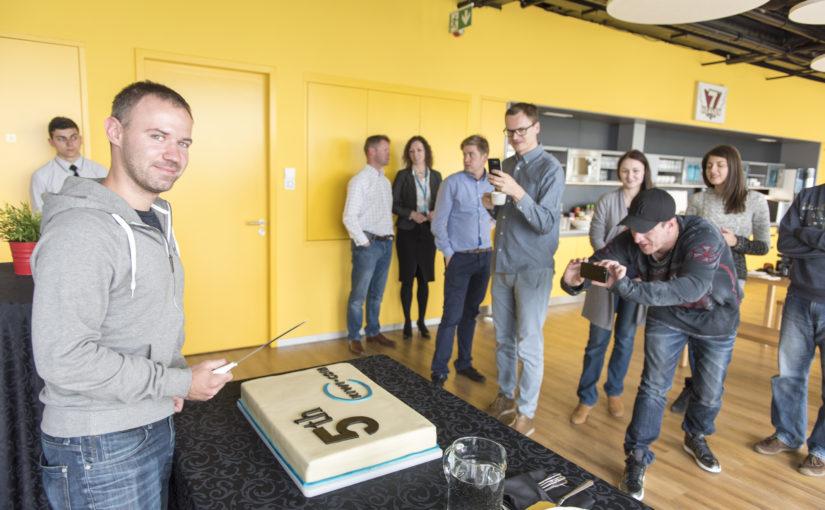Prodejce letenek Kiwi.com slaví páté výročí a plánuje další expanzi